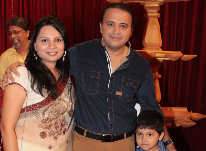 Mandar Chandwarkar with wife
