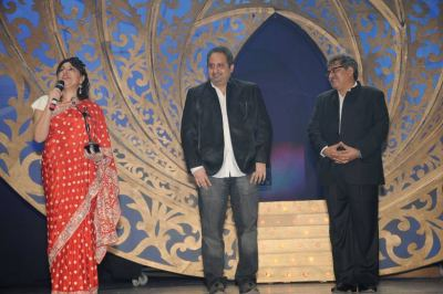 Viraf  Sarkari (Director- Kingdom of Dreams) and Gagan Anumod Sharma  to Raell Padamsee