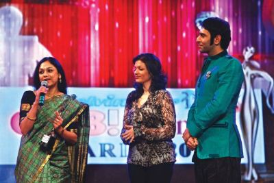 Award presented by Sandeep Soparkar and Prachi Shah to Rama Vaidyanathan