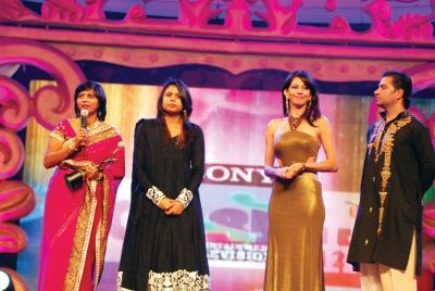 Award presented by Vida and Varun Badola to Bhakti and Leena Sharma