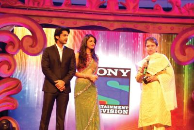 Award presented by Arjan Bajwa and Anushka Ranjan to Sehba Hussain