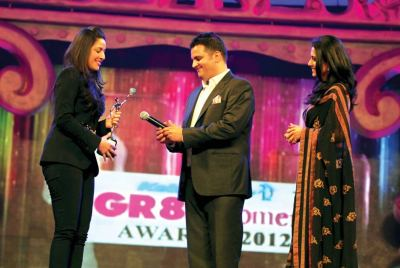 Award presented by Ridhi Dogra and Sushil Sharma (Vice President, Bussiness Development- Luxury Brands) to Radha Kapoor