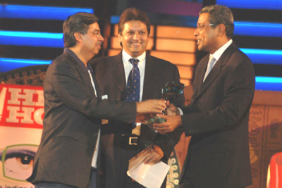 G Krishnan receiving his Award from Pawan Munjal (M.D Hero Honda) and Shashi Ranjan