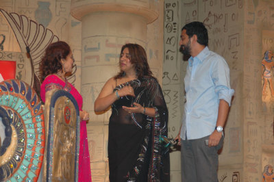 Anu Ranjan, Asha Parekh with Best Anchor / Current Affair - Sreenivasan Jain