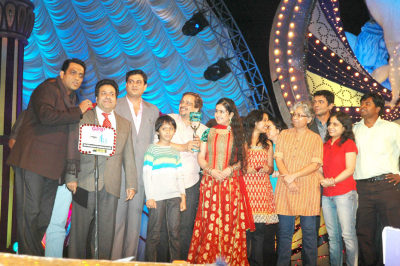 The entire team of Balika Vadhu