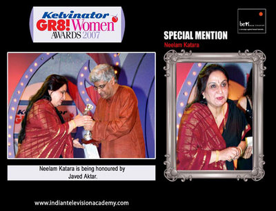 Neelam Katara honoured by Javed Akhtar