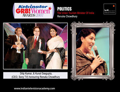 Dilip Kumar and Kunal Dasgupta (CEO, Sony TV) honouring Renuka Chowdhury