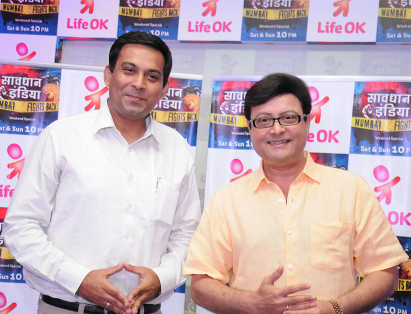 Life OK's marketing head, Mr. Pratik Seal along with Sachin Pilgaonkar, the host of Savhdan India- Mumbai Fights Back