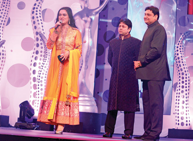 Mohammad Zafar Shah Khan (Chairman- Grand Midwest Group of Hotels) and Arshad Khan to Padmini Kolhapure
