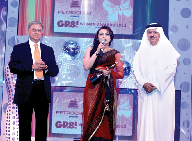 H.E Abdulrahim Hasan Naqi (Secretary General FGCCG, Bahrain) and Yogesh Mehta (Managing Director- Petrochem- Middle East) to Rani Mukerjee