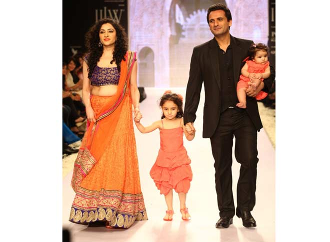 Jay Kalra with wife Bhavna and daughters