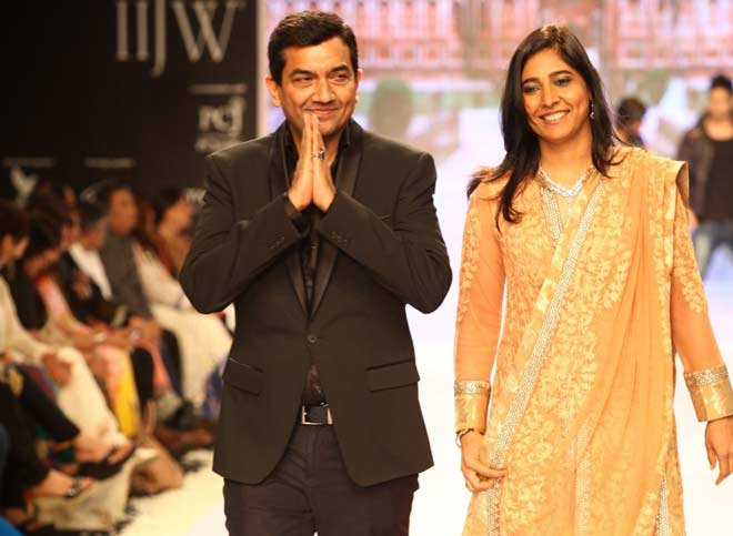 Sanjeev kapoor with wife Alyona
