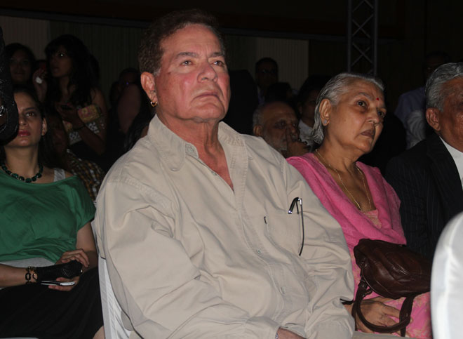 Salim Khan watching Mahabharat