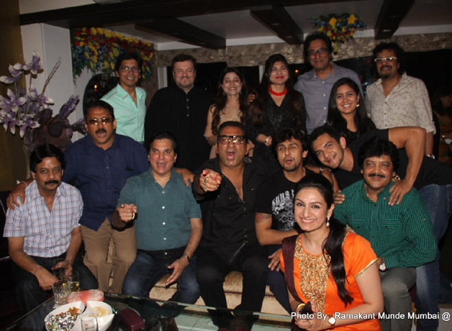 ANAND MILIND,AKIRITI KAKKAR IN ORANGE SUIT,TALAT AZIZ WITH ALKA YAGNIK