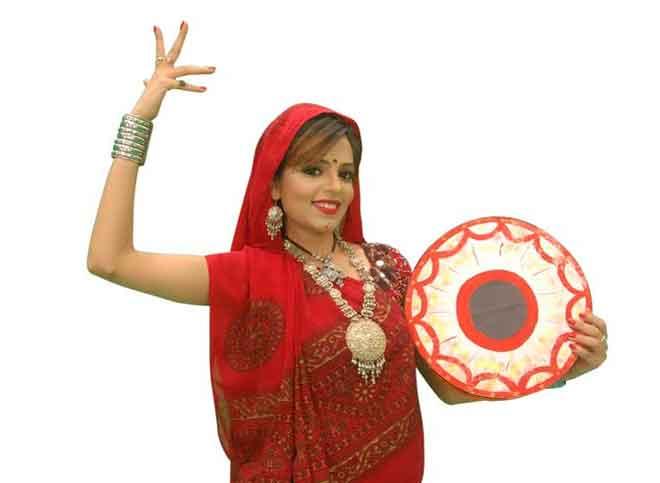 GR8! TV Magazine - Sugandha Mishra performs, ignores her ...