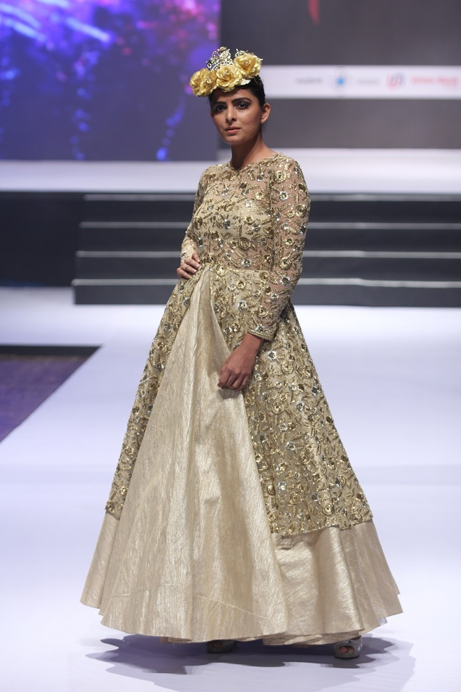 Model Ruhi Chaturvedi walking on ramp
