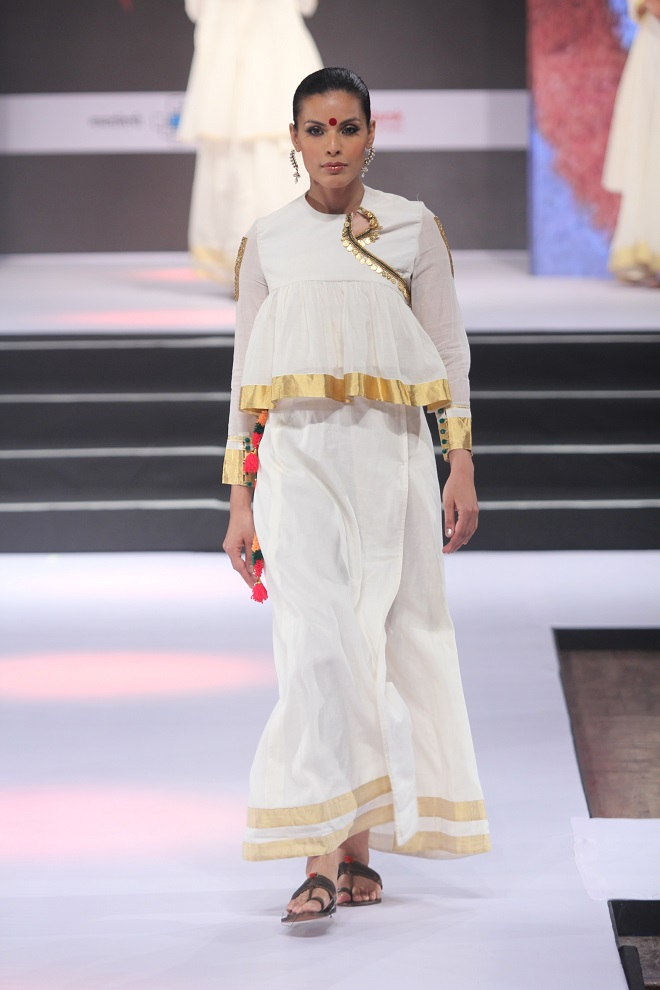 Model Dipti Gujral walking on ramp