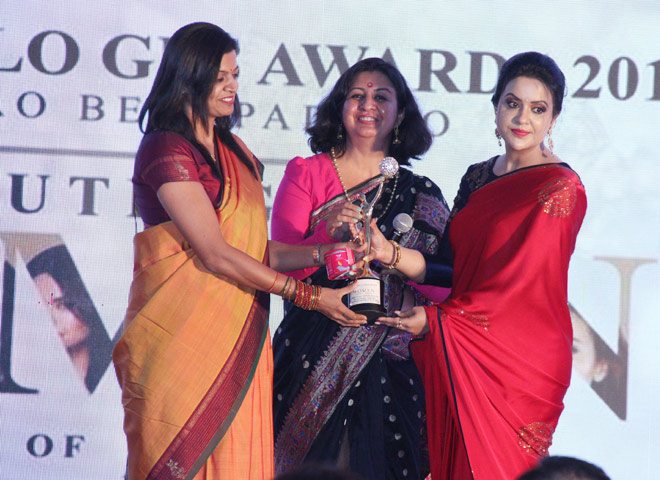 Amruta Fadnavis (First Lady of Maharashtra) to Ms. Malini Parmar and Ms. Smita Kulkarni